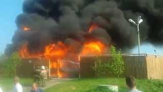 В банном комплексе «Русские Бани» произошел пожар(Пожар произошел накануне вечером в копейском поселке Потанино. Вспыхнула баня. Огонь полностью уничтожил..., 2015-06-25T15:14:39.000Z)