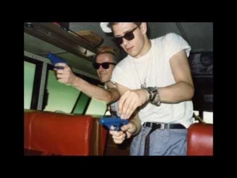 The Clash- Tommy Gun