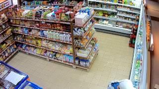 Policisté pátrají po zlodějích z jedné karvinské prodejny