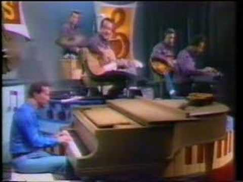 Marty Robbins Sings 'Born To Lose.'