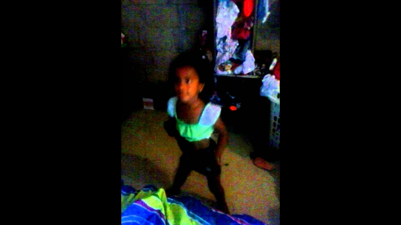 Mi hermana bailando - YouTube