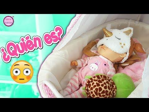 Baby Emma muñeca que habla en la habitación de Lindea y Ben - Algo pasa con mis juguetes