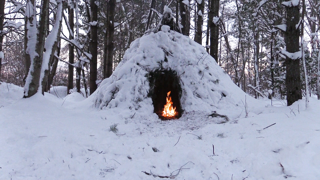 Winter Bushcraft Camp Building Wikiup Axe Knife Snow