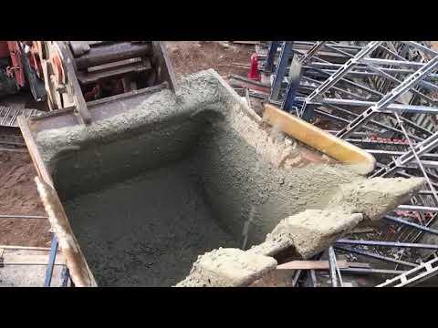 Hitachi 870 X2 Pouring Concrete