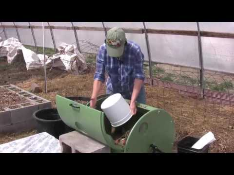 How to Make Compost with a Compost Tumbler