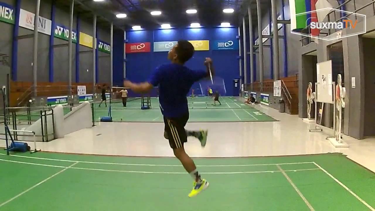 Latihan bulu tangkis di Gor Taufik Hidayat Arena Cibubur ...