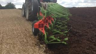 Dunn's Ploughs- Slow Motion Demo of Brand New Dunns DN205 Plough