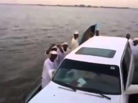 صوفية السودان المخنثين   رقص وزغاريد بحضور شيخهم البرعي thumbnail
