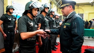 Director Nacional hace entrega de guantes anticorte a funcionarios penitenciarios