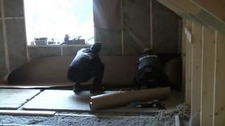 Утепление стен второго этажа изнутри(Утепление крыши и стен второго этажа изнутри в деревнном доме от Finnlog. Обрешетка установлена, приступаем..., 2010-05-23T08:34:44.000Z)