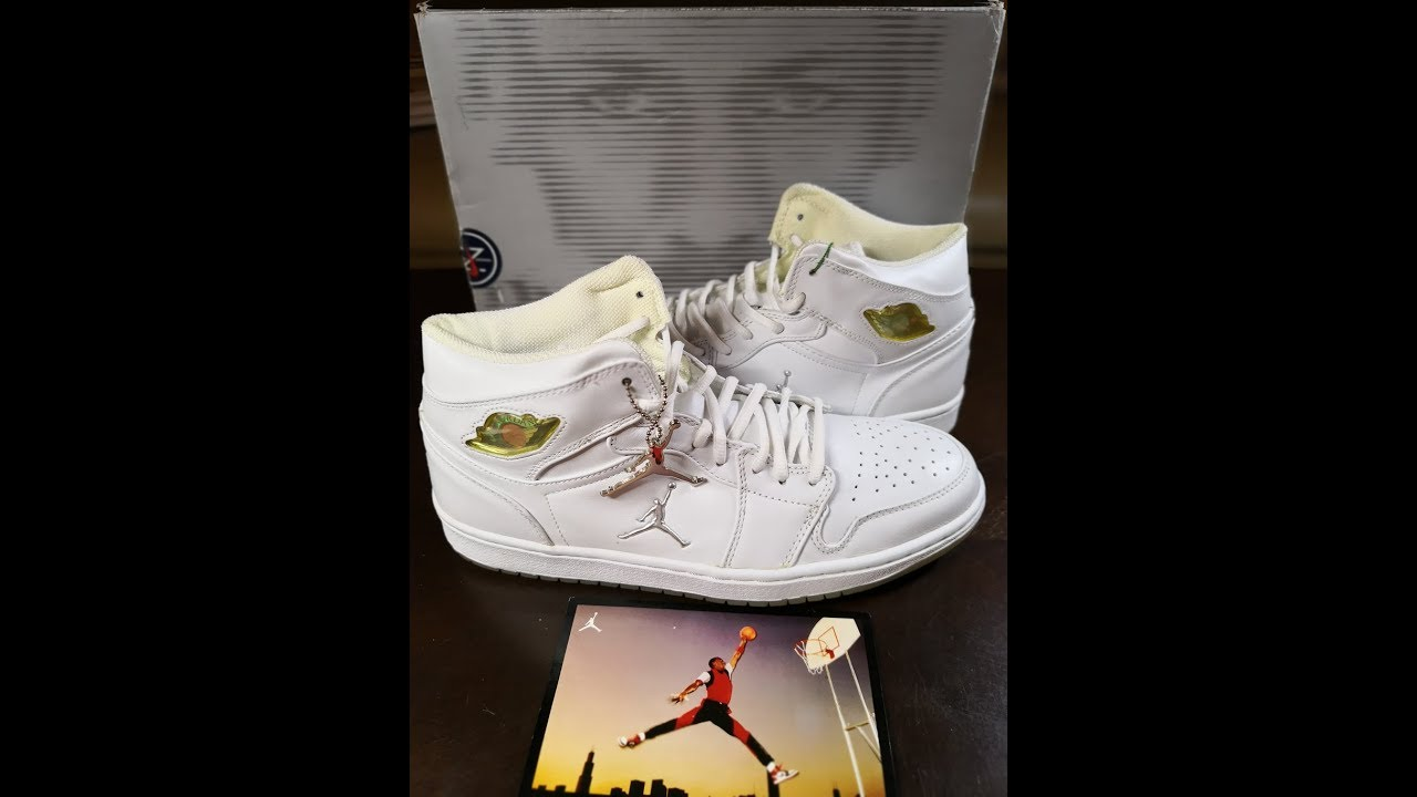 f3415ea4d363 Shoe Unboxing  Air Jordan 1 Retro 2002 White Chrome - YouTube