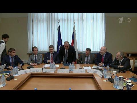 В Госдуме депутаты подводят итоги работы за почти семь месяцев.