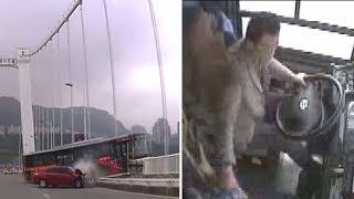 Опубликовано видео из автобуса за секунды до падения с моста в Китае