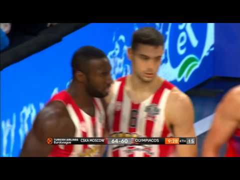 Pat Young blocks on Milos Teodosic / CSKA Moscow - Olympiakos