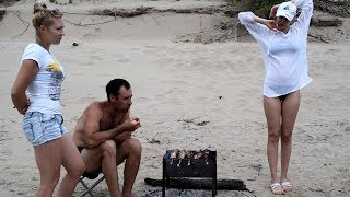 Жёны отпустили нас с пикника на рыбалку на час И вот что мы поймали...