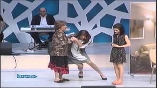 Qaynana gəlinlərlə oynamağı məşq edir - Qızıl Gül (Bir parça, 2014)
