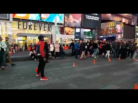 Street art in Manhattan, great moves and happy people