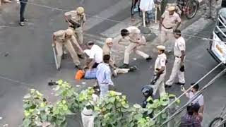 MUKHERJEE NAGAR - FIGHT BETWEEN SARDAR JEE AND POLICE MEN