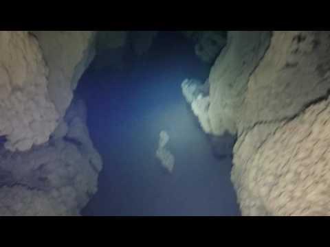Cueva Vallina dive (upstream)