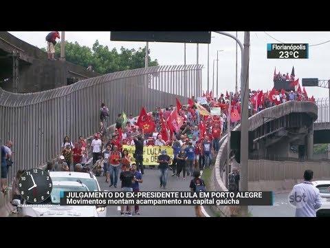 Simpatizantes do ex-presidente Lula fazem marcha em Porto Alegre | SBT Brasil (22/01/18)