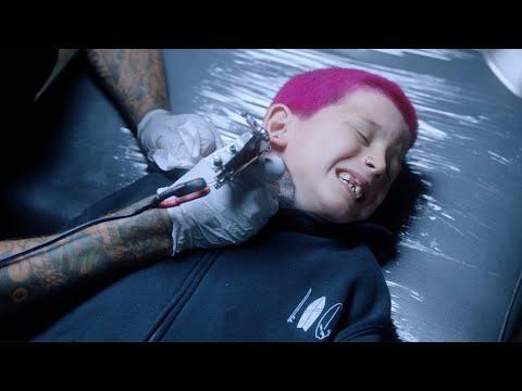 Смотреть клип Girlfriends - Tattoo