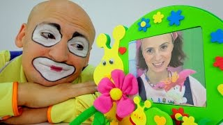 Videos for kids. Clown tries to find a gift for hi...