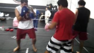 Treino de boxe na Adrenalina Fight II