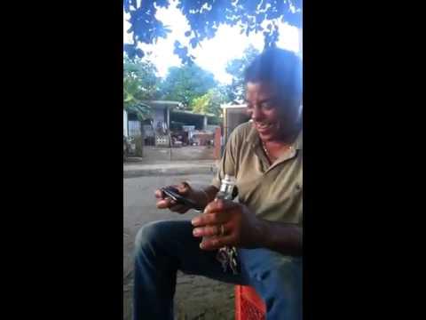 Borracho Cantando El Pollito Pio Original)   Drunk Singing Pulcino Pio videos graciosos 2013