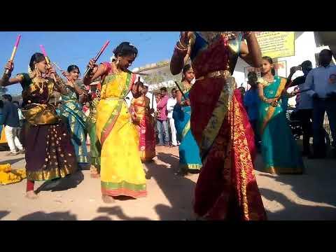 Telanganalo Putti Dance By Srimedha Students Bhainsa.   On 26 Jan