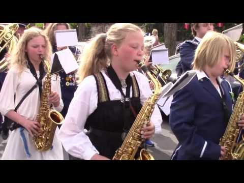 Norway Constitution Day Parade 2016 - Norge, Oslo  Ullaval Skoles Musikk Korps -Royal Palace