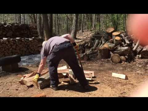 Fiskars 8lb Maul Splitting Knotty, Twisted Red Oak & Maple