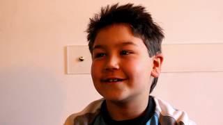 Dalla sordità alla nuova vita con l'orecchio bionico, la grande forza del piccolo Martino