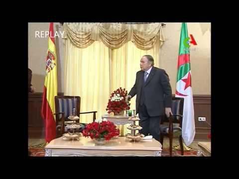 Algérie vote 2014 ( Bouteflika se met debout ! )