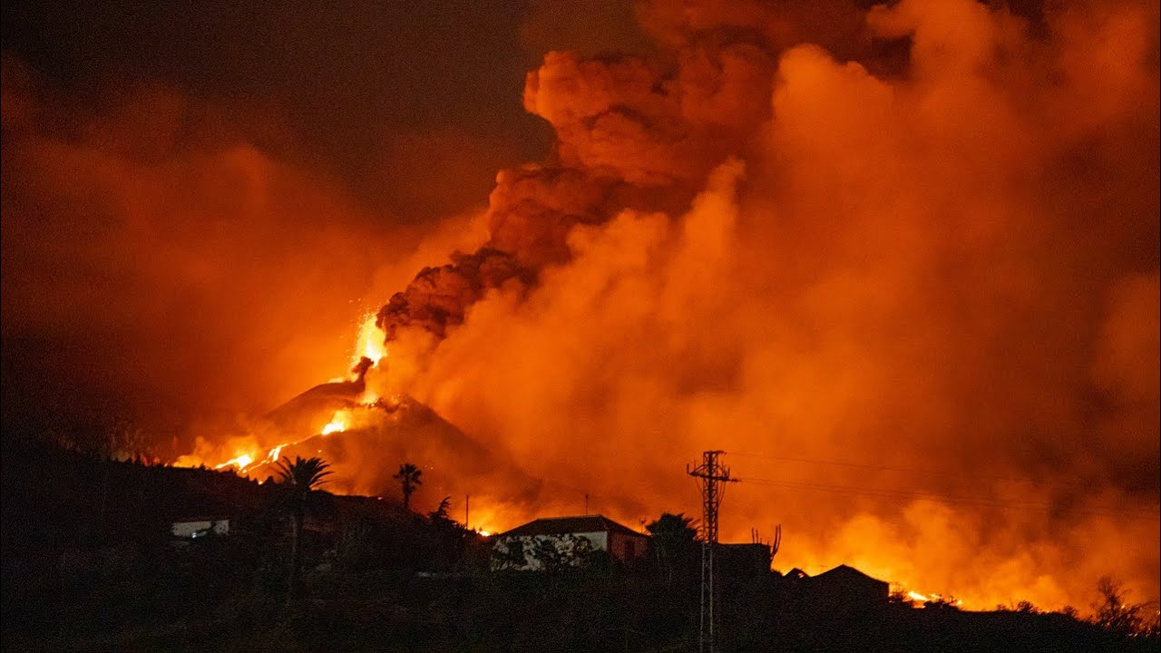 Download La Palma Volcano Eruption Update; New Fissures Erupt, Expected Length of Eruption