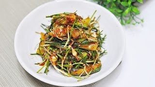 Ю.Корея 134 Салат из огурцов и лука одноцветкового (오이 달래 무침)