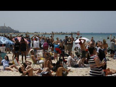 آلاف الفلسطينيين يشاركون بمسيرة العودة في حيفا تزامنا مع ذكرى قيام دولة إسرائيل  - نشر قبل 2 ساعة