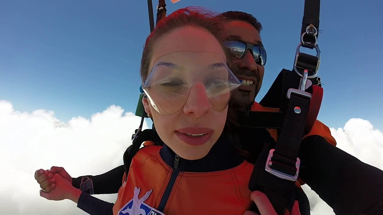 Salto de Paraquedas da Luana G na Queda Livre Paraquedismo 14 01 2017