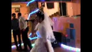 Смотреть Всем!!! Невеста, сделала сюрприз жениху песней: