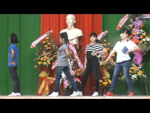 11192011 Văn nghệ trường THCS Trần Hưng Đạo - Lớp 9/8