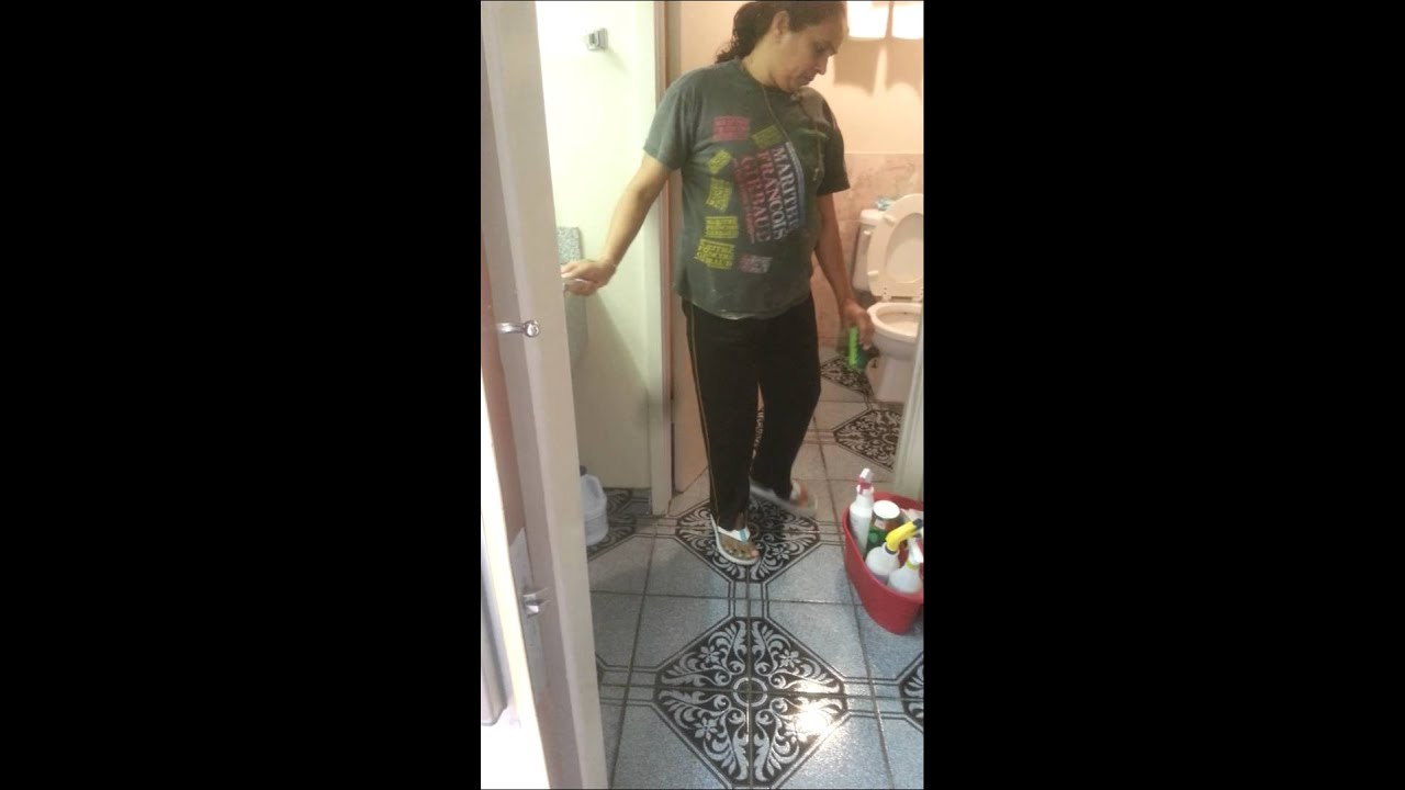 Cleaning lady at hotel cleaning bathroom youtube - What do hotels use to clean bathrooms ...