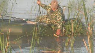 рыбалка на карася с лодки в камышах в день рыбака