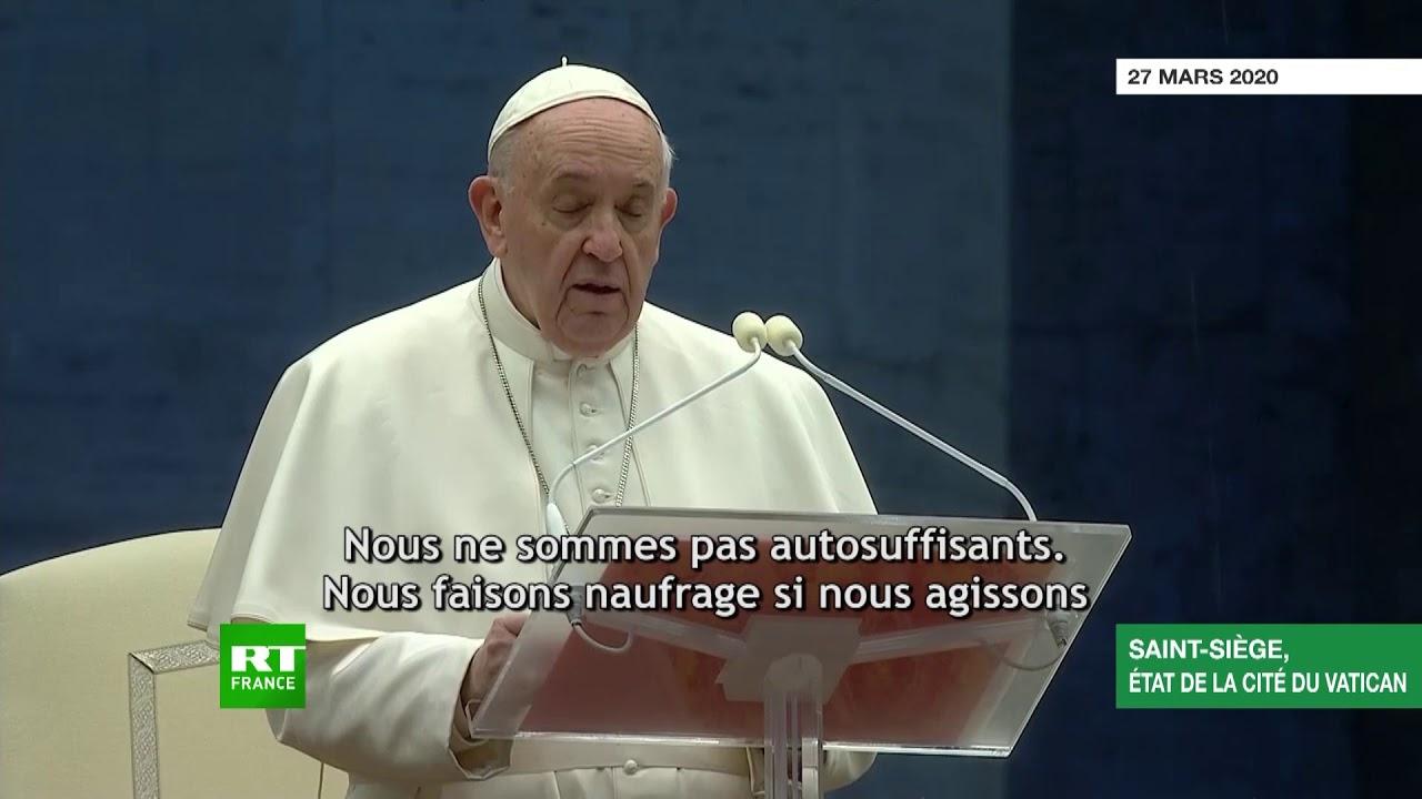 Messe pour la fin de la pandémie : le pape François prie devant une place vide