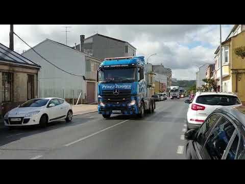 La XIX Festa do Camioneiro llena de vehículos las calles de As Pontes