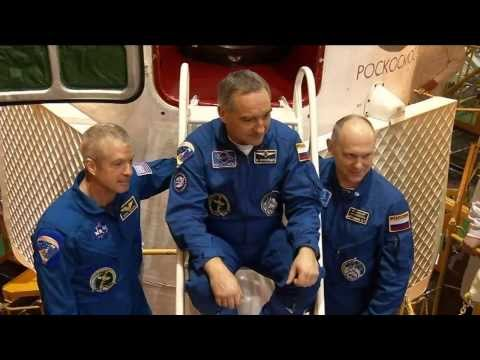 Expedition 39/40 Crew Preps for Launch to Station