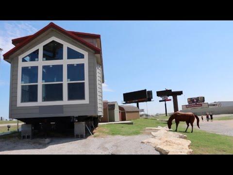 do mobile home companies make good tiny houses youtube. Black Bedroom Furniture Sets. Home Design Ideas