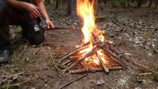 Baixar Bushcraft Camping Sweden 4k - Hultafors Hatchet, Backpacker 2 Tent, Fallkniven A1,