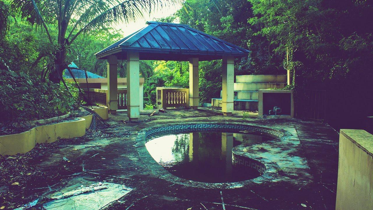 Mansi n abandonada los hucares casas desoladas con piscina y hermoso balc n youtube - Casa con piscina ...
