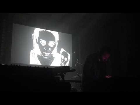 Mole Machine - Shove The Sun Aside (Live in Montréal 2017-09-30)