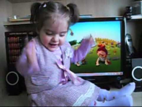 Molfix reklamı Melike karaca part2(SERIOUS BABY lol )