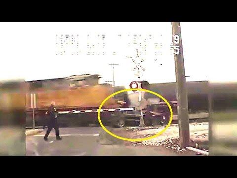 รถไฟชนรถสองครั้งซ้อน หญิงรอดตายได้ไง